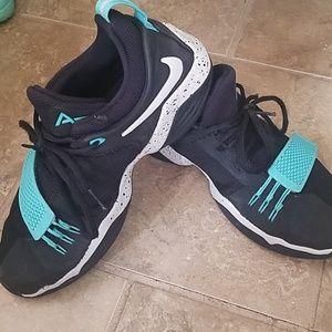 Nike Shoes - Nike basketball shoes